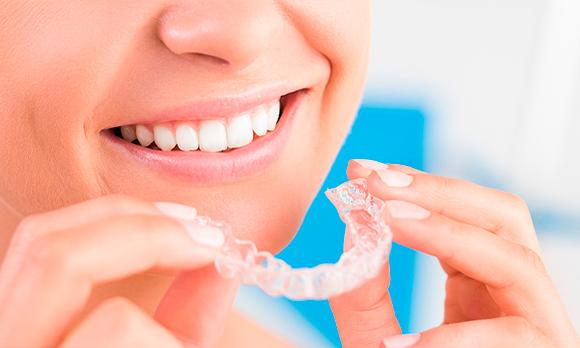 Ortodoncia-invisible-para-jóvenes-y-niños